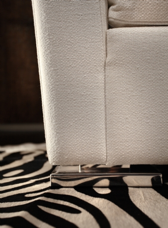 Astor love seat detail
